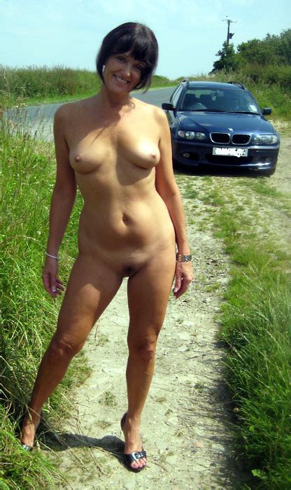 Naked Milf In The Country Nudeshots