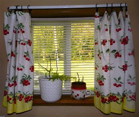 Stylish Vintage Kitchen Curtains : Decorating With Vintage