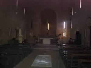 Interno Chiesa E Tomba Boccaccio