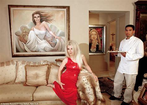opulence meets kitsch meet  ricas  famosas