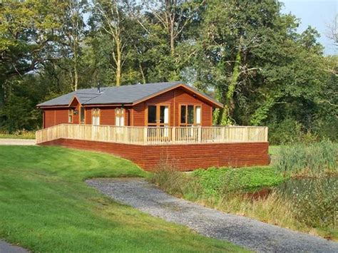Log Cabins With Tubs Wales by Log Cabin With Tub In Narberth Oak Lodge