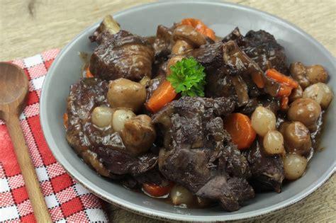 cuisine et mets poulet façon daube un bon plat mijoté qui réchauffe et