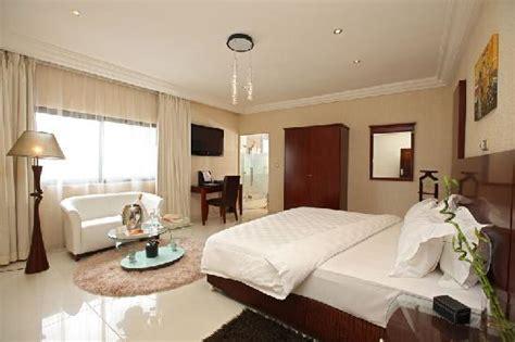chambre de luxe le bar de l h 244 tel villa lys picture of villa lys hotel