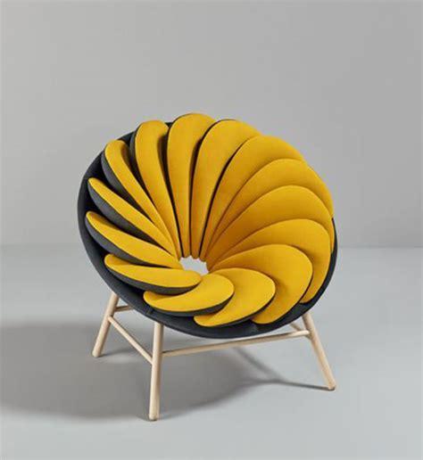 canapé repose pied fauteuil jaune la couleur intemporelle et tendance