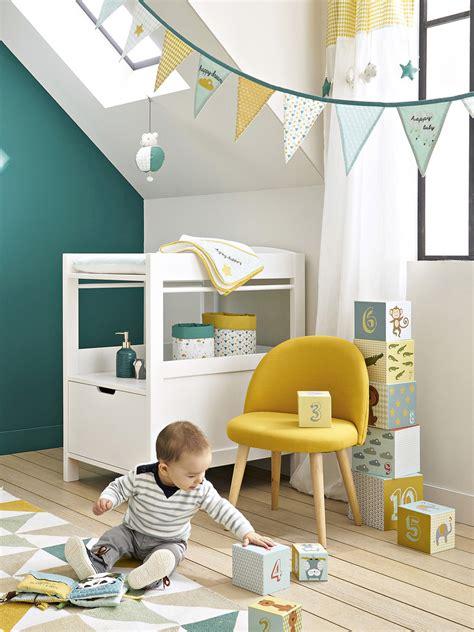 une chambre pour garcon en bleu  jaune joli place