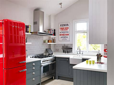 How To Make Kitchen Looks Stunning With Small Kitchen