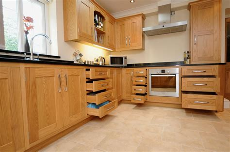 kitchen in homecrest oak shaker kitchen st davids 39 s kitchens