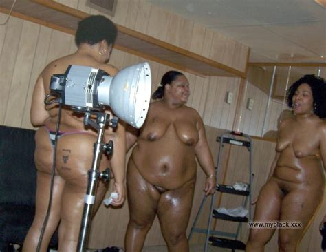 Naked Black Mom Having Fun And Calling To Stripper Photo 1