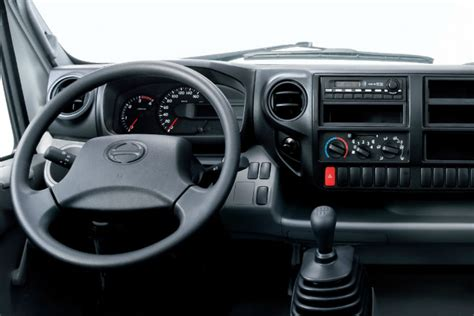 motorbit llega  la argentina la marca de camiones hino