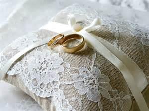 alliances mariage dé d 39 un coussin porte alliances mariage bohème