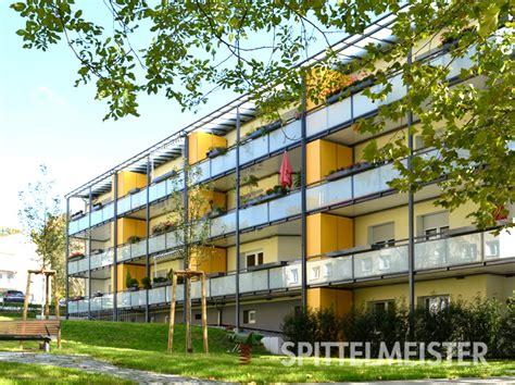 Blumenkästen Für Den Balkon by Balkonblumenkasten Mit Blumenkastenhalterung