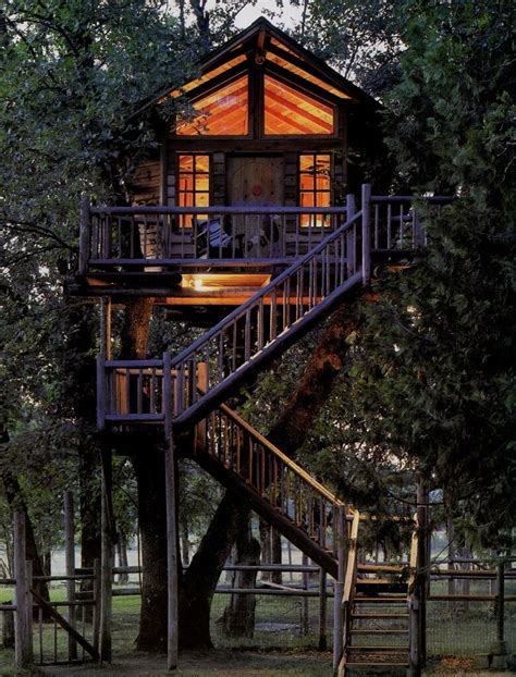 House In Tree by 39 Amazing Tree Houses Everyone Wished They Had Growing Up