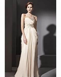 Robe de soiree chic a chaque morphologie sa robe for Les robes de soirée chic
