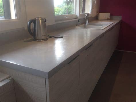 béton ciré sur carrelage plan de travail cuisine fabriquer meuble salle de bain avec plan de travail
