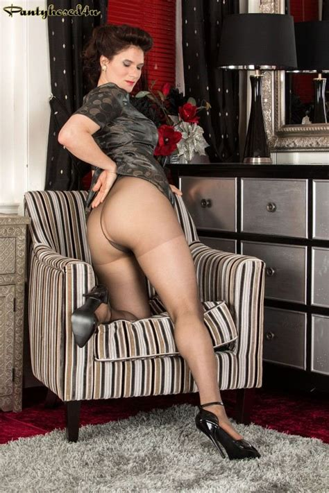 Brianna Green Showing Her Big Butt In Pantyhose 1 Of 1