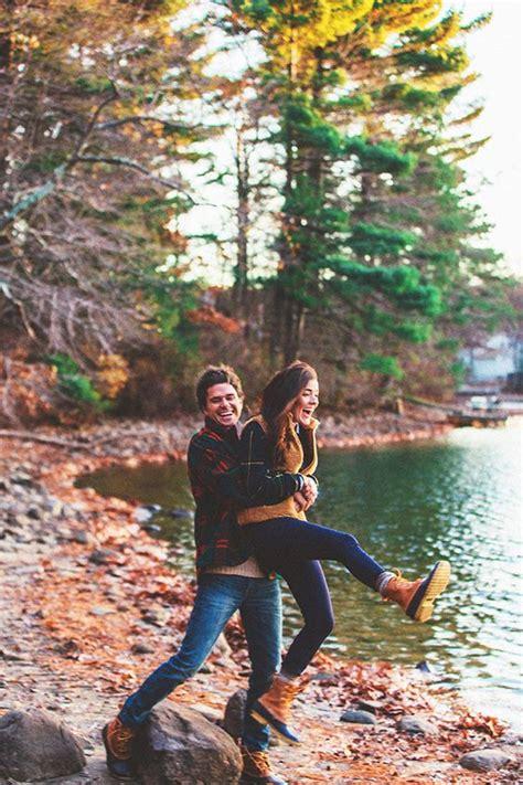 super captivating fall engagement photo ideas roses