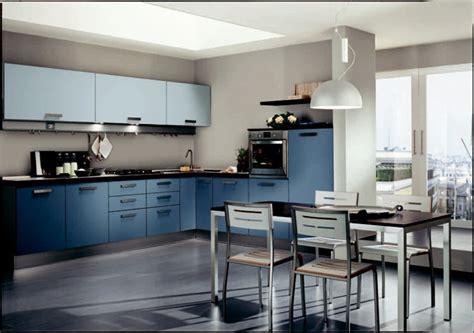 cuisine en bleu cuisine bleue décoration moderne avec des touches en bleu