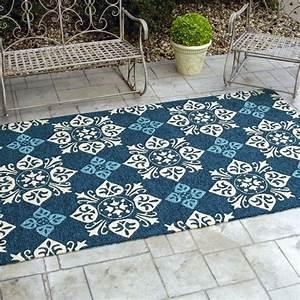 48 outdoor teppiche designs ideen tipps und pflege for Balkon teppich mit weiß schwarze tapete