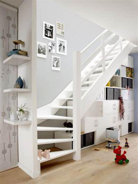 caisson à tiroir bureau aménager l espace sous un escalier viving