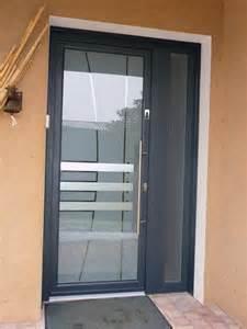 porte d entr 233 e en aluminium id 233 ale pour une maison contemporaine portes d entree villefranche