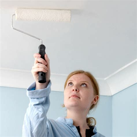peindre un plafond repeindre plafond le roi de la bricole
