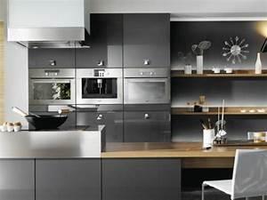 cuisine gris anthracite 56 idees pour une cuisine chic With cuisine gris et bois