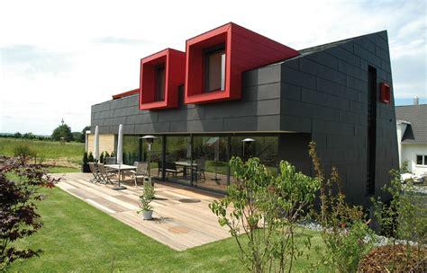 Moderne Hausfassade In Grau Und Rot