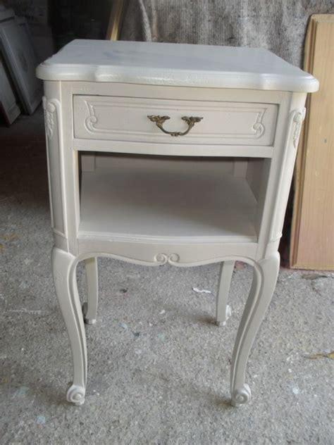 le de chevet style ancien relookage d un chevet ancien en merisier style louis xv peinture et patine de meubles 224