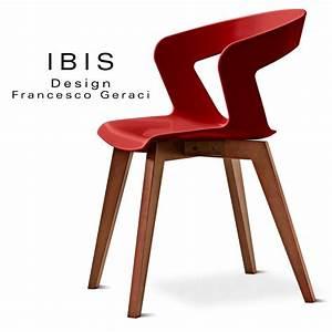 Chaise Bois Design : chaise design coque pi tement bois ibis assise plastique couleur pi tement bois vernis noyer clair ~ Teatrodelosmanantiales.com Idées de Décoration