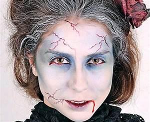 halloween-makeup-vampire-zombie-woman-look