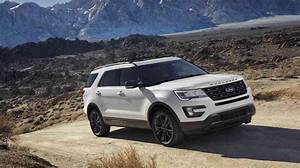 Ford Explorer 2017 : comparison 2017 nissan pathfinder plenty of room for passengers or cargo bestride ~ Medecine-chirurgie-esthetiques.com Avis de Voitures