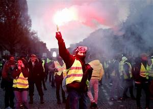 Paris violence: Riot police in brutal clashes with 'Yellow ...
