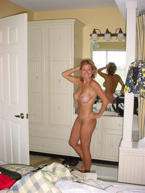 Posing In The Bedroom Milf Pictures Sorted By Rating Luscious