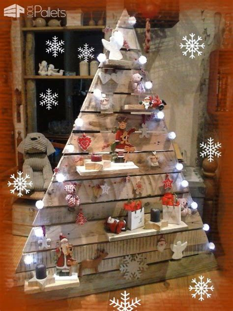 eye catching wood pallet christmas tree