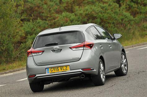 toyota auris hybride 2017 toyota auris review 2017 autocar