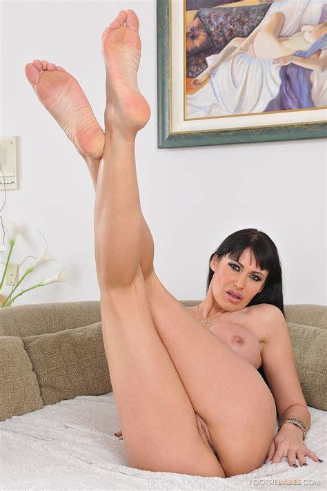 Eva Karera showing off her hot body and sexy soles - My Pornstar Book