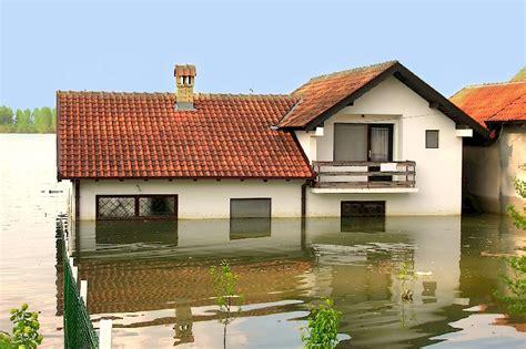 Versicherung Schadensregulierung Bei Hochwasserschaeden by Baufirmen Sanieren Hochwassersch 228 Den Mein Bau