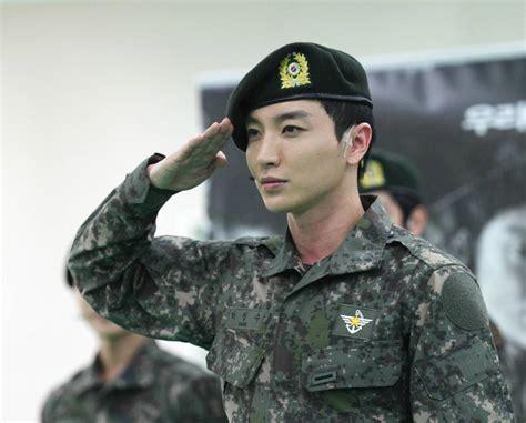 super juniors leeteuk  officially discharged