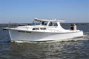 Fiberglass Vs Aluminum Boats  Which One Is Better