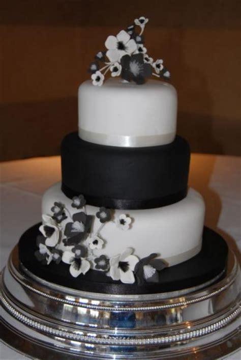tier black  white wedding cake  black  white flowersjpg  comment