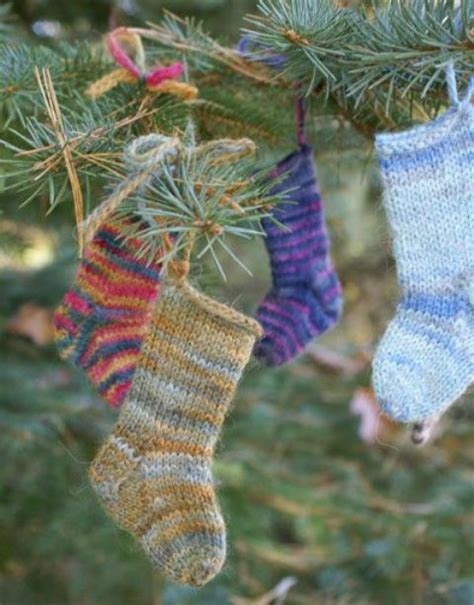 cute  cozy knitted christmas decorations ideas  xerxes