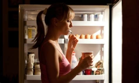 Does Eating At Night Cause Weight Gain?