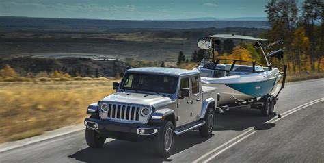 jeep gladiator towing jeep wrangler pickup diesel  gas tow rating