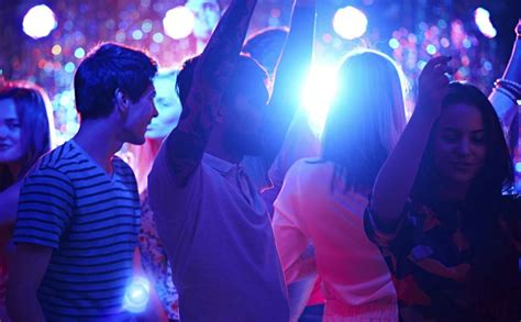 musique de soiree qui bouge chanson de soiree qui bouge 100 images mtv awards un bon cru le journal de montr 233 al les