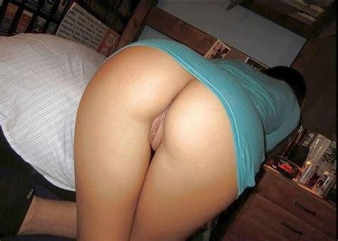 milf posing her sexy ass porn photo eporner