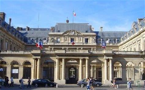 siege de cinema le palais royal un lieu de pouvoir et de culture
