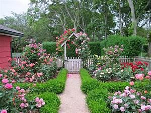 Cottage garden design with roses – Wilson Rose Garden