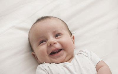 when does baby eye color develop newborn physical development benchmarks 0 3 months