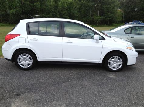 Nissan Versa Hatchback by 2011 Nissan Versa Hatchback Pictures Information And