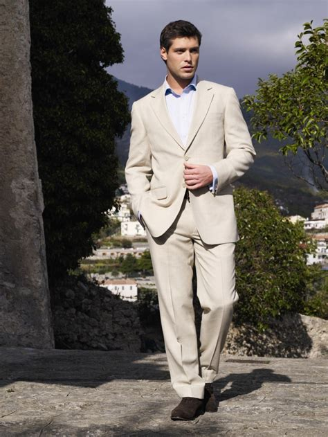 Linen Suits for Men Get Comfortable Like a Sir - FashionsRoom.comFashionsRoom.com